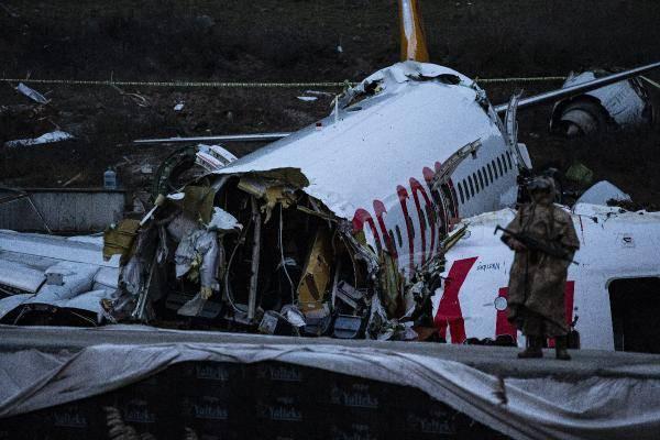 <p>İzmir-İstanbul seferini yapan Pegasus Havayollarına ait yolcu uçağı saat dün 18.19'da Sabiha Gökçen Havalimanı'na iniş yaptığı sırada pistten çıkmış, kazada 3 kişi hayatını kaybetmiş, 174 yolcu ve 6 mürettebat yaralanmıştı.</p>