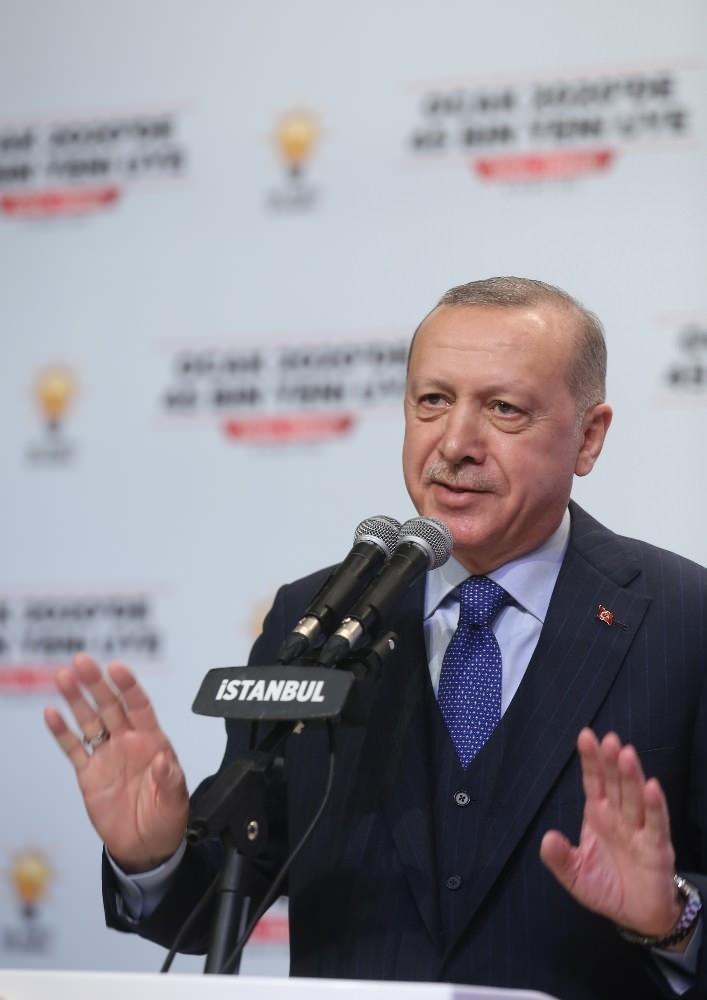 <p>Türkiye Cumhurbaşkanı ve AK Parti Genel Başkanı Recep Tayyip Erdoğan, AK Parti İstanbul İl Başkanlığı Yeni Üye Çalışmaları Ödül Töreni'ne katılarak konuşma yaptı</p>  <p></p>