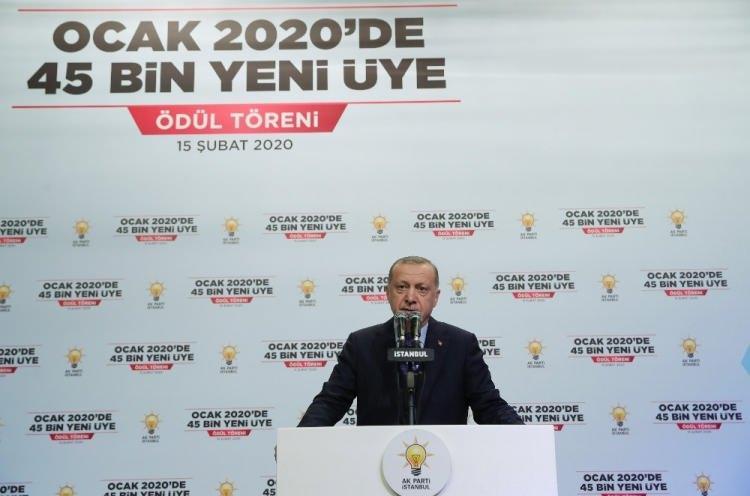 """<p>Cumhurbaşkanı Recep Tayyip Erdoğan, """"AK Parti ulusal bir coğrafyaya değil uluslararası bir coğrafyaya hitap eden bir partidir. Öyleyse bunun için çalışmalarımızı yapacağız. Bu sorumluluğumuzu daha da artırıyor. Bu sorumlulukla biz aynı zamanda o kadim tarihimizden aldığımızı mesuliyetle bu yola devam edeceğiz. AK Parti milletin partisidir"""" dedi.</p>"""