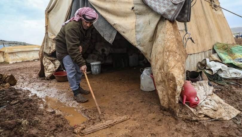<p>Türkiye'den geldiğimizi ve yardım malzemeleri getirdiğimizi görünce rahat hareket etmeye başlıyorlar.</p>