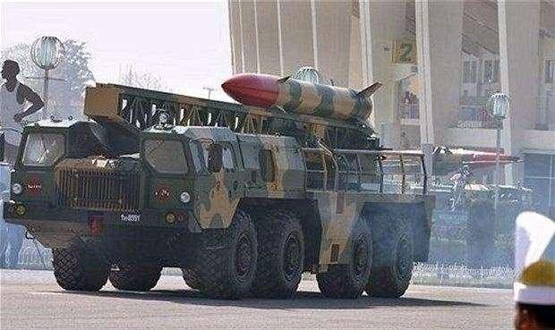"""<p><span style=""""color:#FFD700"""">J-600T Yıldırım II Kısa menzilli balistik füze</span></p>  <p>J-600T Yıldırım, düşman hava savunma birimleri, C3I merkezleri, lojistik ve altyapı tesisleri gibi yüksek değerli hedeflere saldırmak için tasarlanmış ve dost topçu silahlarına ateş desteği sağlayarak yüksek hareket kabiliyeti sağlayan bir balistik füze sistemidir.</p>"""