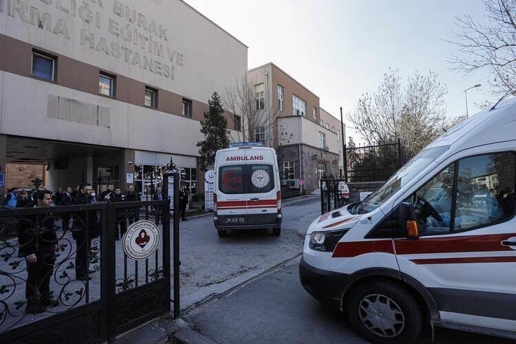 <p>Tahran - İstanbul seferini yapan yolcu uçağı, Ankara Esenboğa Havaalanı'na sabah saati 10.30 sıralarında iniş yaptı.</p>  <p></p>