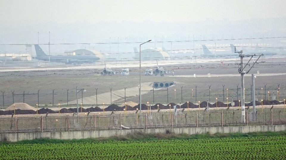<p>Üsten 2 F-16 uçağı ve 1 İHA kalkış yaptı. 1 helikopter ve özel uçak iniş yaptı.</p>  <p></p>