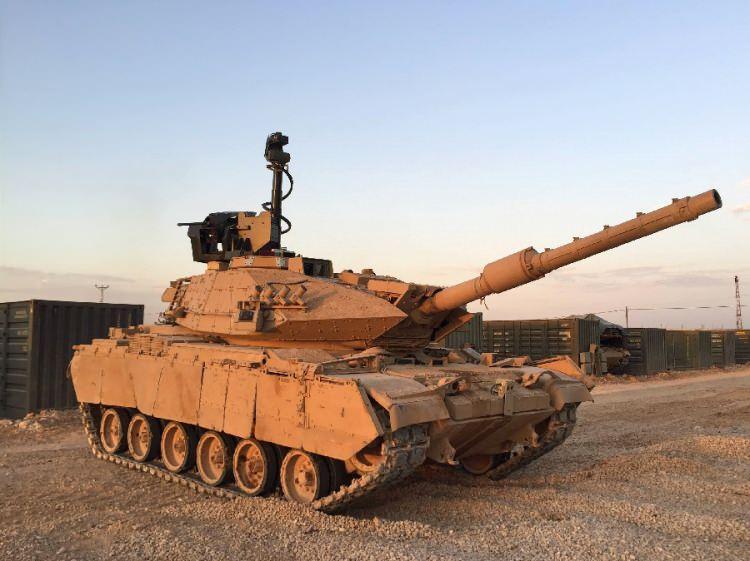 """<p><span style=""""color:#FFD700"""">M60 T SABRA</span></p>  <p>120 mm'lik yizsiz top.</p>  <p>7,62 mm çapında makineli tüfek.</p>  <p>60 mm'lik havan topu sistemi.</p>  <p>Tehdit uyarı sistemi.</p>  <p>Gece görüş sistemi.</p>  <p>Uzaklık ölçüm cihazı</p>  <p>908 beygir motor gücü</p>  <p>450 km hareket menzili.</p>"""