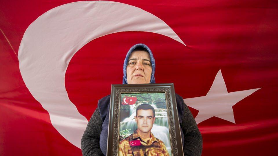 Diyarbakır annelerinden kadınlara 8 Mart çağrısı: 'Terörün kökünü kurutalım'