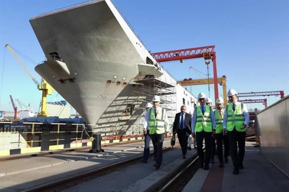 <p>Asgari bir tabur büyüklüğündeki kuvveti ana üs desteği gerektirmeksizin belirlenen yere intikal ettirebilecek TCG Anadolu gemisinin yapımına İstanbul Tuzla'daki Sedef Tersanesi'nde devam ediliyor.</p>  <p></p>