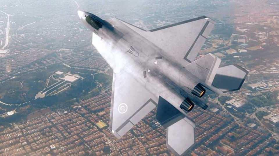 """<p><strong>Can, milli muharip uçak projesine ilişkin ise şunları kaydetti:</strong></p>  <p>""""Milli muharip uçak, Cumhurbaşkanlığı Savunma Sanayii Başkanlığının bir projesi. Bizim alt yüklenicimiz TUSAŞ. TUSAŞ bu projede bir İngiliz firmadan danışmanlık alıyor. Şu anda 90'a yakın İngiliz mühendis bizim projemize destek veriyor. TUSAŞ'ın da yaklaşık 400 personeli var, bunların büyük kısmı mühendis. Milli Muharip Uçak'ta, şu anda ön tasarım safhasındayız. İnşallah 2022'de ön tasarımı bitireceğiz. Bu ön tasarım devam ederken, belirli bir süre sonra uçağın ilk sacını kesmeye başlayacağız. 2023'de belki ilk prototipin şeklini görmeye başlarız. 2026 sonu, 2027 başlarında milli muharip uçağın ilk uçuşunu yapmayı arzu ediyoruz.""""</p>"""