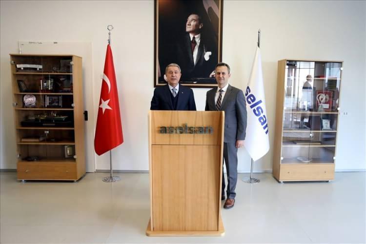 <p>ASELSAN Yönetim Kurulu Başkanı Haluk Görgün'den bilgi alan Bakan Akar ve beraberindeki heyet, ardından çalışmalara ilişkin gerçekleştirilen toplantıya katıldı.</p>