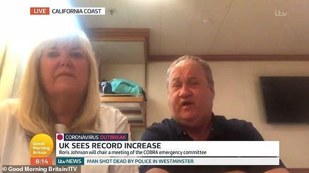 <p>Gemide bulunan ve dev kargo uçağıyla 100'den fazla yolcuyla İngiltere'ye gelenDenise ve Len McConkey çifti, karantina gemisinde enfekte olan 6 kişi ile İngiltere'ye ayak bastı.</p>