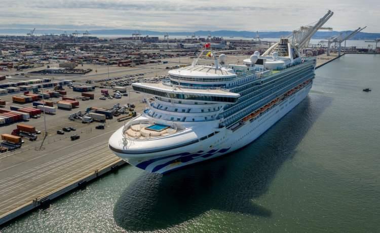 <p>Karantina uygulaması sona eren gemiden yolcular tahliye edilmiş ve ülkelerine gönderilmeye başlanmıştı.</p>