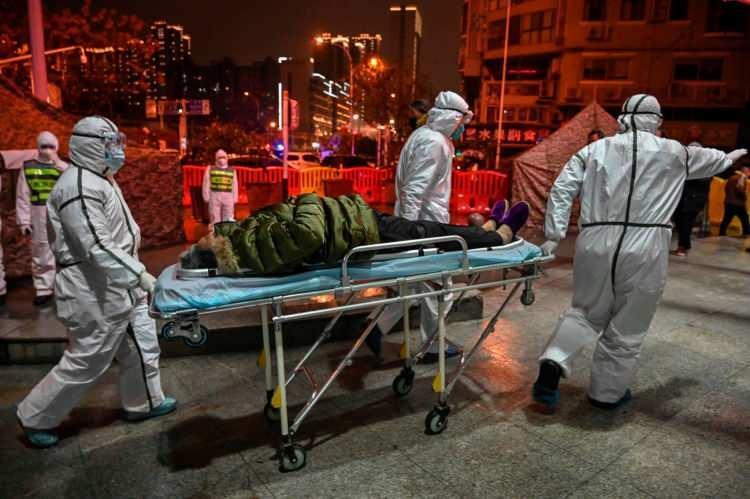<p>Çin'den dünyaya yayılan koronavirüs salgını henüz Türkiye'de görülmese de, maske ve eldiven gibi ürünlerde yaşanan talep patlaması dezenfektanlarda da gözleniyor.</p>  <p></p>