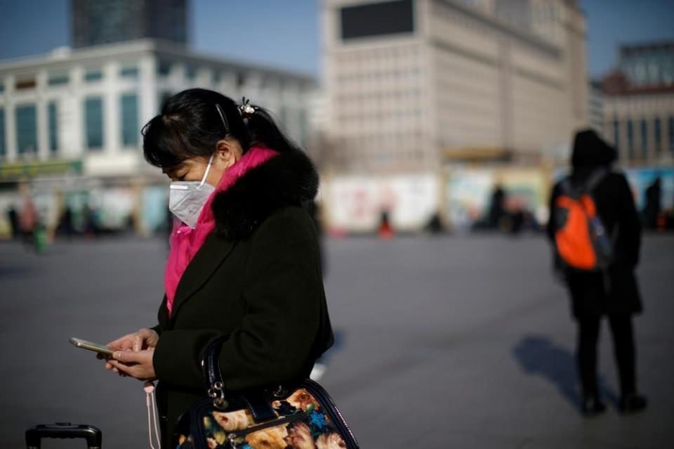<p>Bazı uzmanlar Çin'de görülen kadın erkek arasındaki ölüm oranı farkının sigara kullanımına bağlı olabildiği iddiasında.</p>  <p></p>