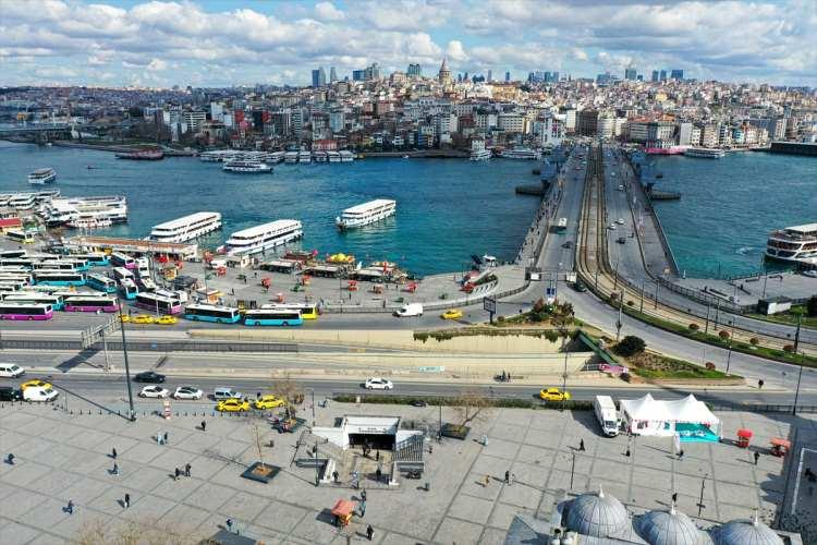 """<p>Koronavirüs'e karşı """"evdekal"""": İstanbul'da sokakların görüntüsü değişti</p>"""