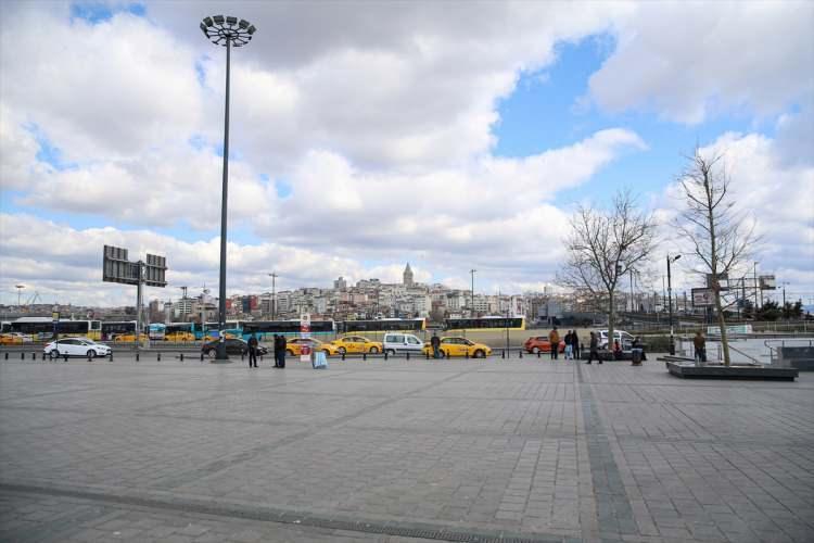 <p>Turizm işi yapan Engin Karagül de 35 yıldır Sultanahmet Meydanı'nda bulunduğunu belirterek,tarihiyeri hiç bu kadar sakin görmediğini dile getirdi.<br /> </p>