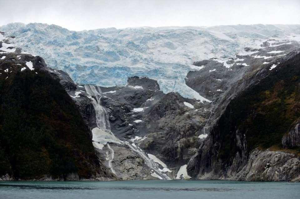 <p>Antarktika'da nüfusun en yoğun olduğu dönem ise Ekim ile Şubat arası. Çünkü bu dönem Antarktika için yaz anlamına geliyor. Yaz aylarında turistik amaçlı gelen insanları sayısı da artıyor.</p>  <p></p>