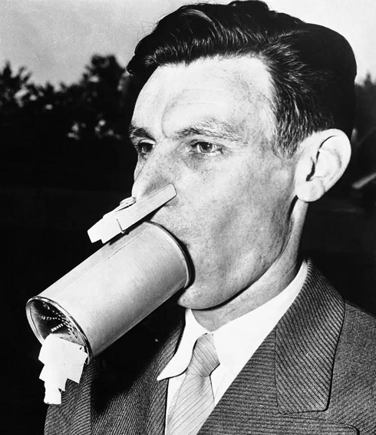 <p>İngiliz kimyager Vernon A. Bowers tarafından geliştirilen el yapımı gaz maskesi, 1942</p>  <p></p>