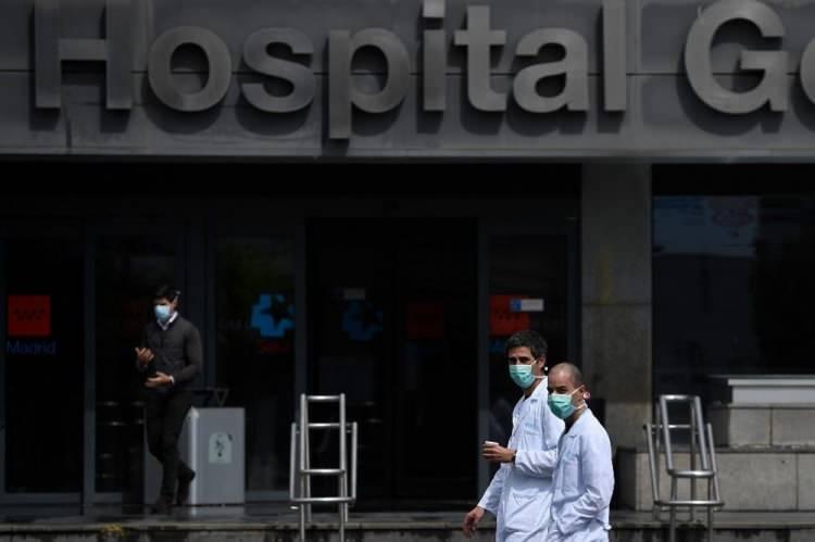 """<p>SAĞLIK BAKANLIĞININ ALDIĞI """"ÇİN MALI COVİD-19 TANI KİTLERİ"""" LİSANSSIZ ÇIKTI<br /> <br /> Diğer taraftan, İspanya'da Sağlık Bakanlığının aldığı """"Çin malı yeni tip corona virüs (Covid-19) hızlı tanı kitlerinin"""" lisanssız çıktığı bildirildi. Sağlık Bakanı Salvador İlla, yaptığı yazılı açıklamada, yeni alınan Çin malı Covid-19 hızlı tanı kitlerinin lisanssız olduğuna ilişkin çıkan iddiaları kabul etti.</p>"""