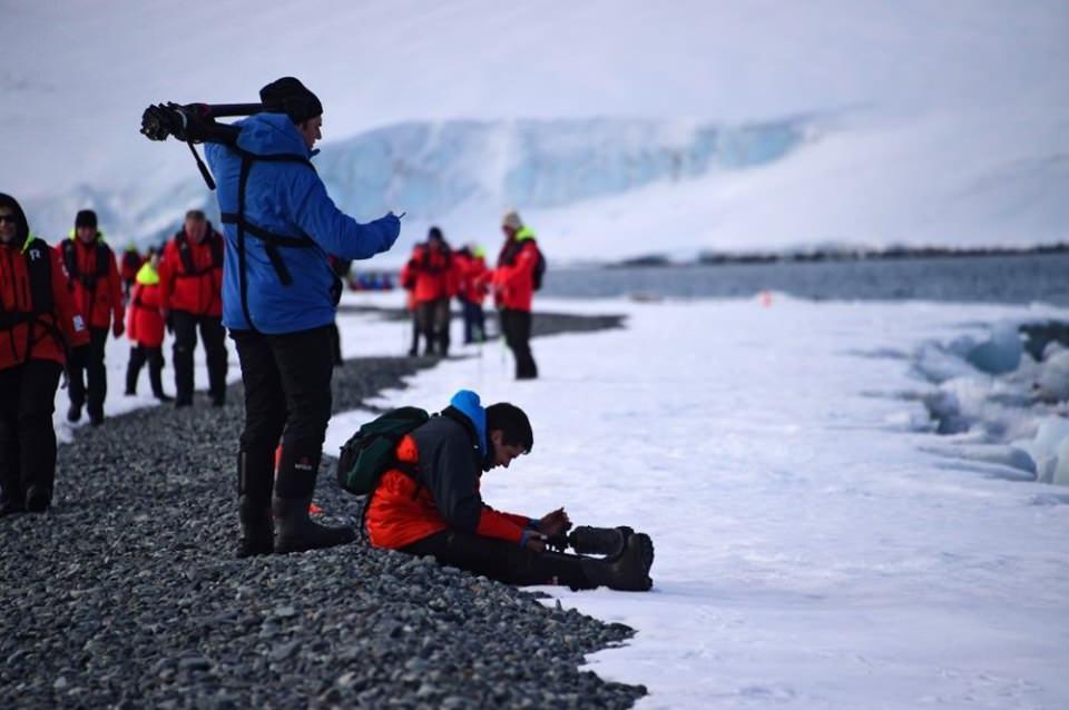 """<p>Antarktika'da birçok ülkenin araştırma ekipleri bulunuyor. ABD'nin araştırma ekibinden yer alan Amundsen-Scott da gönderdiği bir fotoğrafın altına, """"Bizim için endişelenmeyin"""" notunu düştü.</p>  <p></p>"""