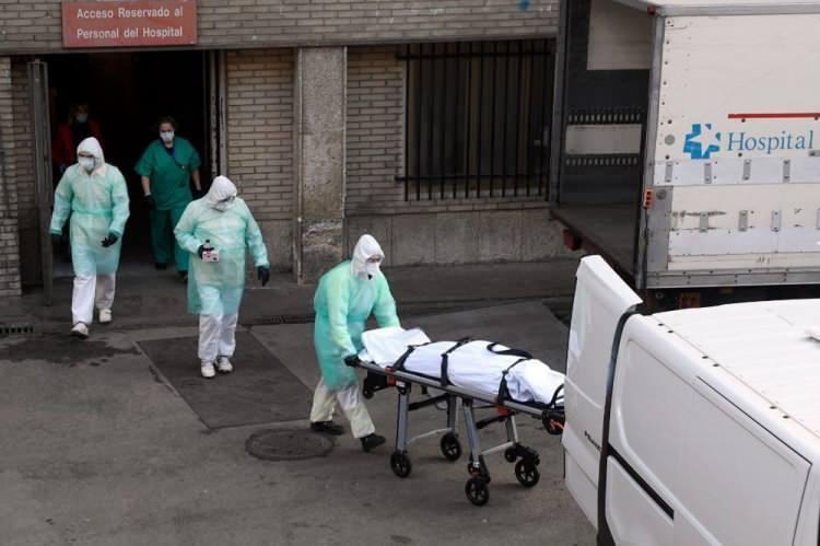 <p>Covid-19 teşhisi konulan hastalarda, İtalya'nın ardından dünyada en fazla ölümün olduğu ikinci ülke İspanya'da, Sağlık Bakanlığı'nın açıkladığı son verilere göre, ölü sayısı 4 bin 89'a, vaka sayısı ise 56 binin üzerine çıktı.</p>