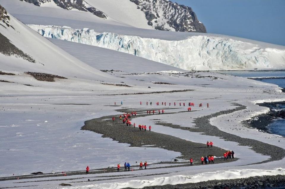 <p>Amerikan Washington Post gazetesinde yer alan haberde, Antarktika kıtasında araştırma için bulunan İtalyan Alberto Della Rovere, ülkesinde yaşanan felaketi dünyanın bir ucunda endişe ile takip ediyor.</p>  <p></p>