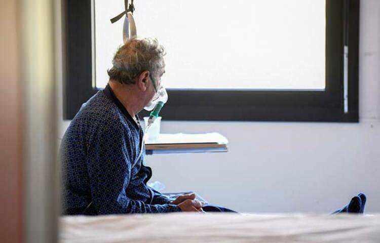 """<p><a href=""""http://www.haber7.com/etiket/ispanya"""" target=""""_blank"""">İspanya</a>'da vaka sayısı 73 bin 235'e ulaşırken; hayatını kaybedenlerin sayısının 5 bin 982'ye çıktığı bildirildi. İngiltere'de ise koronavirüs nedeniyle hayatını kaybeden kişi sayısının 1021'e, vaka sayısının da 17 bin 312'ye çıktığı belirtildi.</p>"""