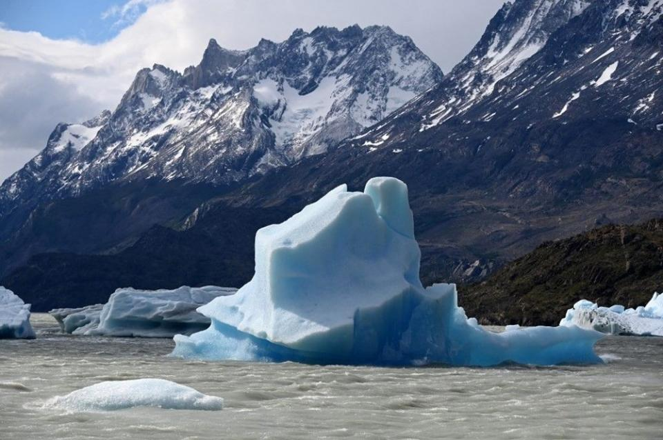 <p>Rovere, corona virüs bulunmamasına rağmen Antarktika'ya sınırlı sayıda giriş ve çıkış yapanların düzenli doktor kontrolünden geçtiğini de ifade ediyor.</p>  <p></p>