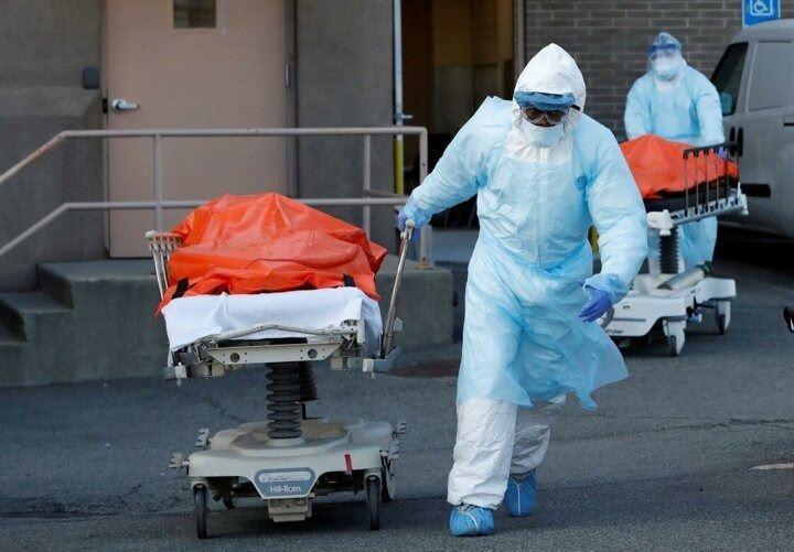 <p>Brooklyn Hastanesi'nde de ölümlerin daha da artması nedeniyle konteyner morg kuruldu.</p>