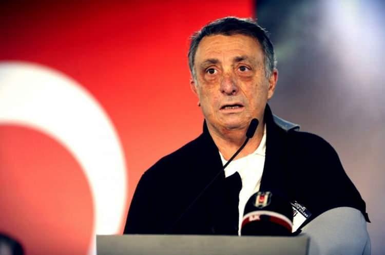 <p><strong>BEŞİKTAŞ</strong></p>  <p>Beşiktaş, Cumhurbaşkanı Sayın Recep Tayyip Erdoğan'ın başlattığı Milli Dayanışma Kampanyası'na 1 milyon 903 bin Türk Lirası bağışlama kararı alındığını açıkladı.</p>