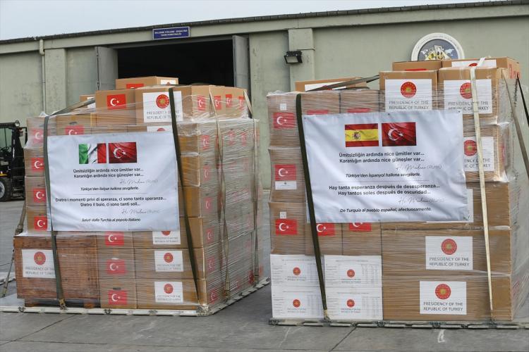 <p>Dünyada Kovid-19'dan en fazla etkilenen ülkelerden olan ve aynı zamanda salgının Avrupa'daki merkez üssü haline gelen İspanya ve İtalya'ya Türkiye'den yardım eli uzandı.</p>  <p></p>