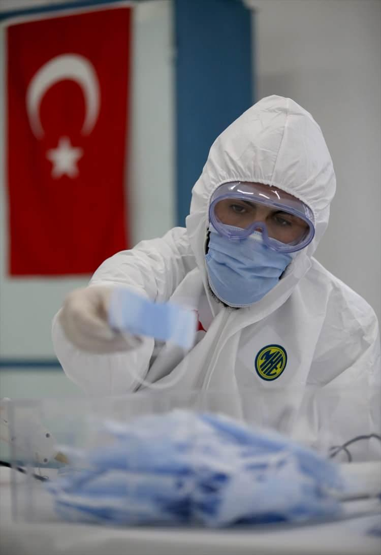 <p>Dün itibarıyla Makina ve Kimya Endüstrisi Kurumu (MKEK) Mamak tesislerinde maske üretimine yönelik yeni tedarik ettiğimiz makine ve teçhizatın kullanımına başladık.</p>