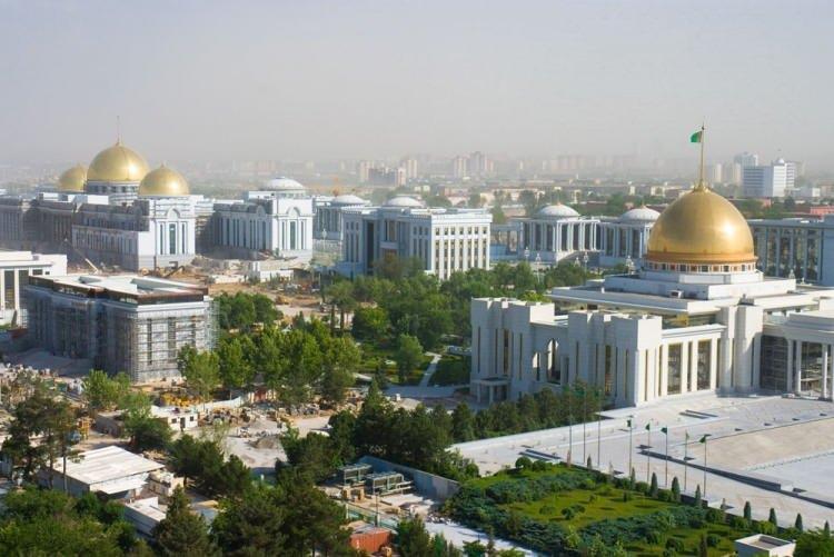 """<p><span style=""""color:#FF8C00""""><strong>TÜRKMENİSTAN</strong></span><br /> <br /> Türkmenistan, resmî adıyla Türkmenistan Cumhuriyetidir. Orta Asya'da yer alan ülkenin nüfusu yaklaşık 6 milyondur.<br /> <br /> </p>"""