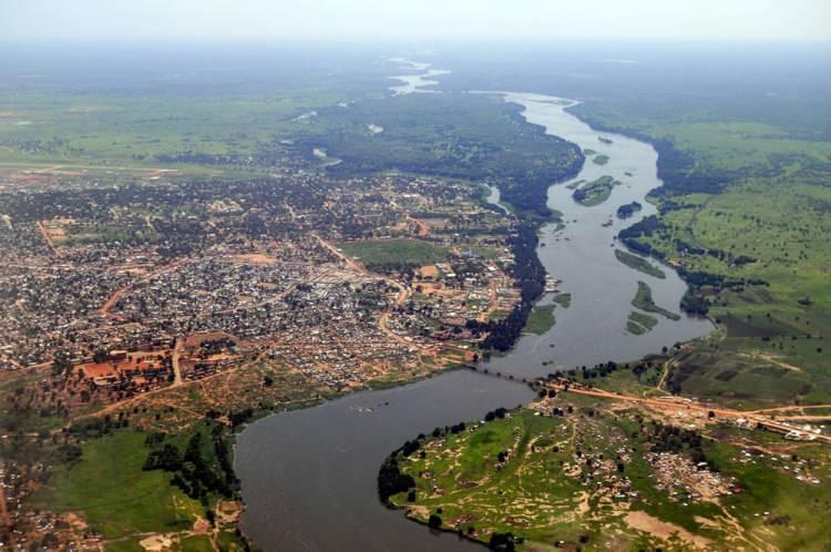 """<p><span style=""""color:#FF8C00""""><strong>GÜNEY SUDAN</strong></span></p>  <p>Güney Sudan Cumhuriyeti, Yukarı Nil nehri havzasında yer alan bir Orta Afrika ülkesidir.<br /> <br /> Nüfusu 12 milyon</p>"""