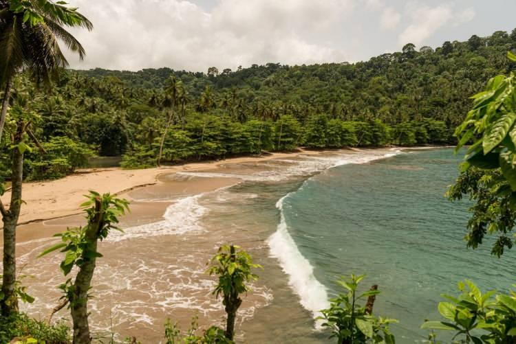 """<p><span style=""""color:#FF8C00""""><strong>SAO TOME ve PRİNCİPE</strong></span></p>  <p>São Tome ve Principe ya da resmî adıyla Sao Tome ve Principe Demokratik Cumhuriyeti, Afrika kıtasının batı kıyısında Gine Körfezi açıklarında yer alan bir ada ülkesidir.<br /> <br /> Nüfusu 205 bin<br /> </p>"""
