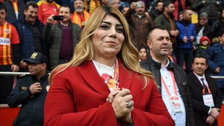 <p><strong>KAYSERİSPOR</strong></p>  <p>Cumhurbaşkanı Recep Tayyip Erdoğan tarafından başlatılan Milli Dayanışma Kampanyası'na Kayserispor, 196 bin 600 TL ile katkıda bulunduklarını açıkladı.</p>