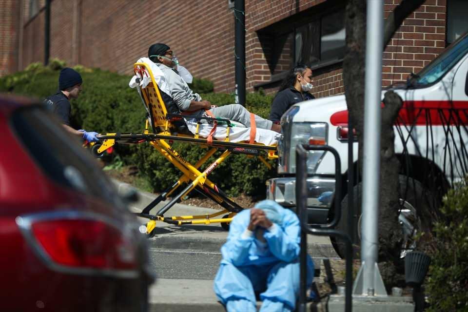 <p>Johns Hopkins Üniversitesinin verilerine göre, ABD'de şimdiye kadar 190 bin 740 kişi virüse yakalandı, 4 bin 127 kişi ise hayatını kaybetti.</p>  <p></p>