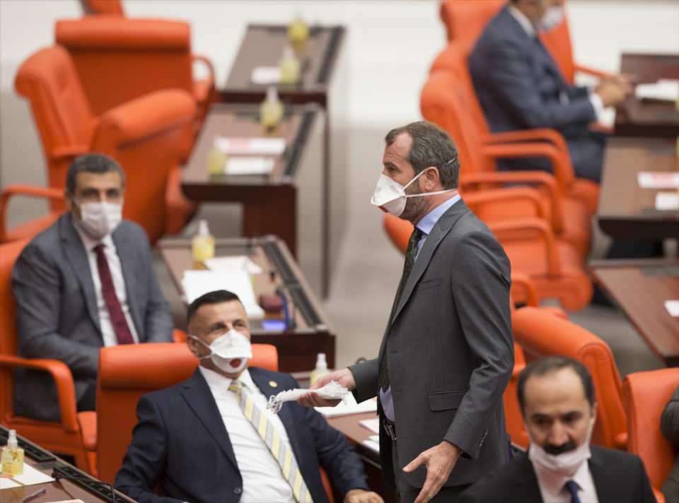 <p>Türkiye Büyük Millet Meclisi Genel Kurulu oturumuna milletvekilleri, maske ile katıldılar.</p>