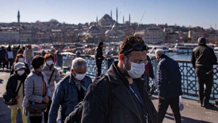 <p>Ankara'da Keçiören ve Yenimahalle'de hem yoğunluk hem de kritik vaka çok. İzmir'de yaklaşık 1500 hasta var, en büyük yoğunluk Konak'ta.</p>