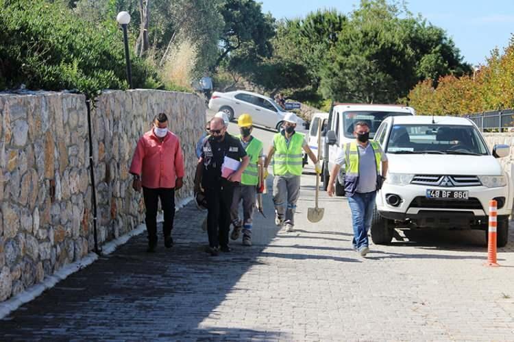 <p>Muğla'nın Bodrum ilçesinde belediye ekipleri Yılmaz Özdil'in villasının kaçak bölümlerinde yıkım çalışmalarına başladı.</p>