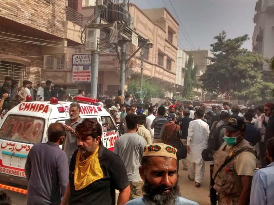 <p>KARAÇİ'DEKİ HASTANELERDE ACİL DURUM İLAN EDİLDİ</p>  <p>Pakistan Sağlık ve Nüfus Bakanlığı'ndan yapılan açıklamada, kaza sonrası Karaçi kentindeki tüm hastanelerde acil durum ilan edildiği duyuruldu.</p>