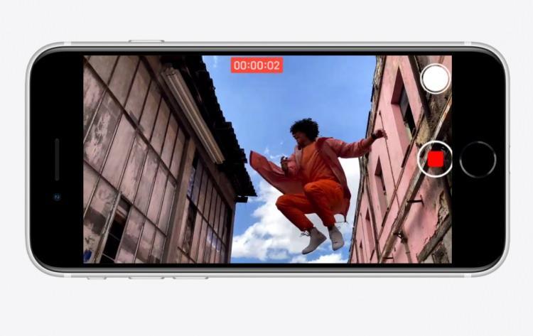 <p>Apple'ın A13 Bionic işlemcisinden gücünü alan yeni nesil iPhone SE, beraberinde ise 3 GB RAM ile geliyor. Bu da cihazın ekranı küçük olmasına karşın hayli güçlü bir telefon olduğunu ortaya koyuyor.</p>