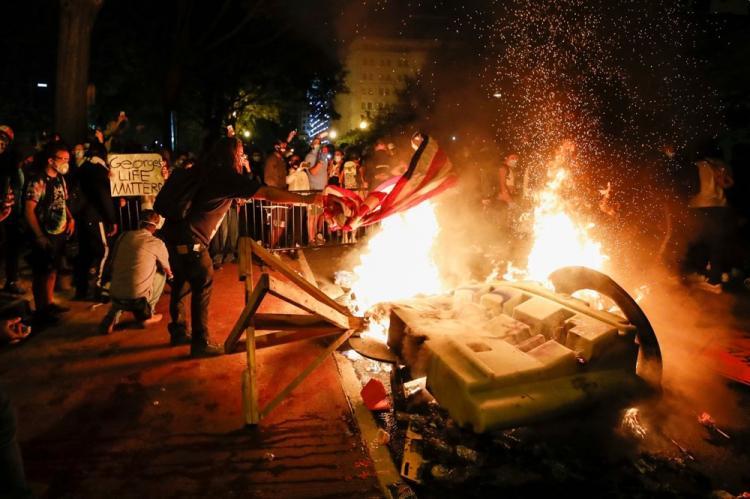<p>Washington DC Belediye Başkanı Muriel Bowser, kentte son iki gündür devam eden protestolar ve şiddet olaylarına ilişkin basın toplantısı düzenledi.</p>  <p></p>