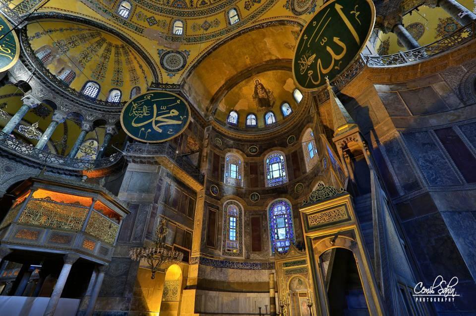 <p>İstanbul'un Osmanlı Devleti'nin eline geçmesinden sonraki birkaç gün boyunca Ortodoks Kilisesi mensupları Ayasofya'da ibadete devam etti.</p>  <p></p>