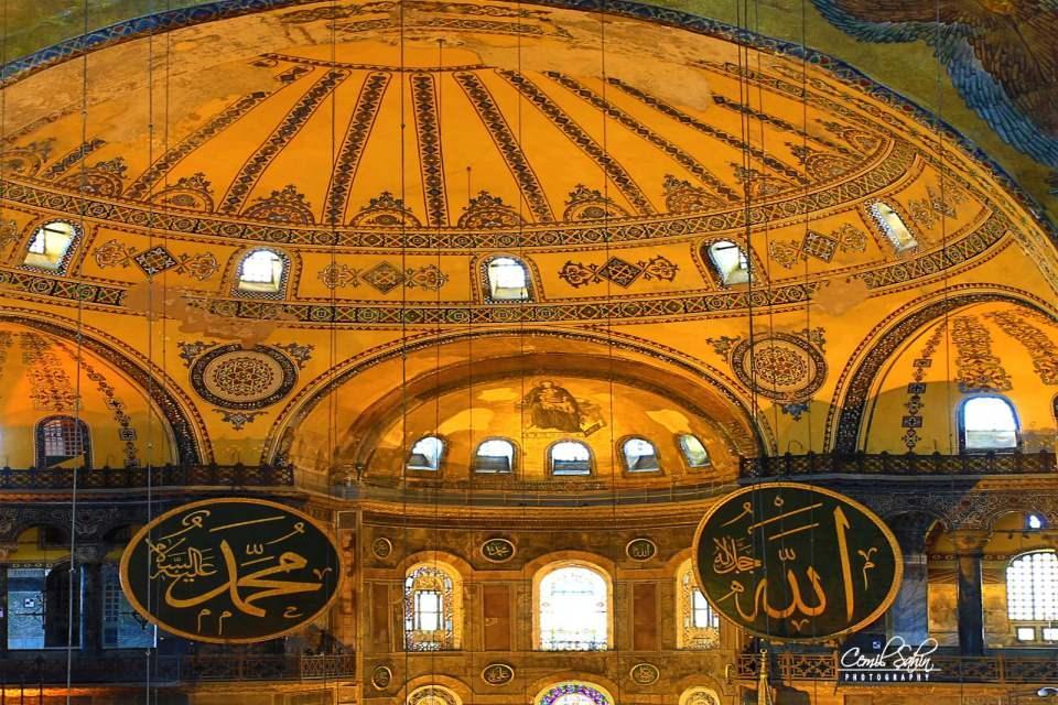 <p>1481'de ilk minaresi inşa edildi. Fatih Sultan Mehmet'ten sonra tahta geçen Sultan İkinci Bayezid zamanında bir minare daha dikildi.</p>  <p></p>