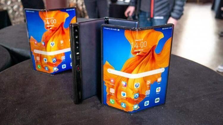 <p>Huawei Mate Xs</p>
