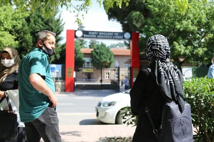 <p>Kocaeli'de 2020-Yüksek Öğretim Kurumları Sınavı (YKS)'nin ilk ayağı Temel Yeterlilik Testi (TYT) alınan önlemlerle başladı.</p>
