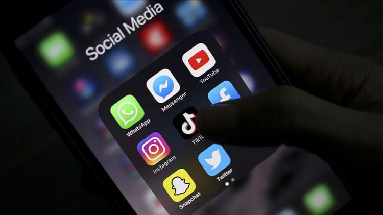 """<p><span style=""""color:#B22222""""><strong>KİMLİK NUMARASIYLA GİRİŞ</strong></span></p>  <p>Ayrıca MHP'nin """"sosyal medyaya kimlik numarası ile giriş"""" teklifi de gündeme gelebilir. Bu şekilde sahte hesapların önüne geçilmesi hedeflenirken, kullanıcılar paylaşımlarından sorumlu olacak. Teklif suçluların anında tespit edilip cezalandırılması konusunda sonuç verebilecek bir öneri olarak masada duruyor.</p>"""