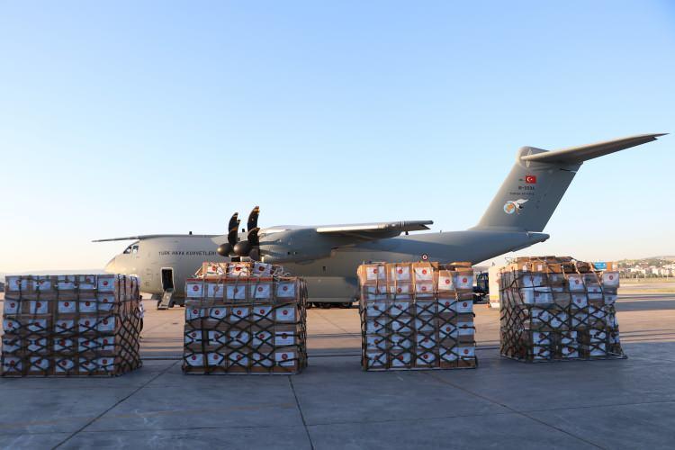 <p>Yine aynı şekilde Sağlık Bakanlığı tarafından hazırlanan yardım malzemeleri bu seferde Türkiye'nin güneyinde yer alan Irak Cumhuriyetine gönderildi.</p>