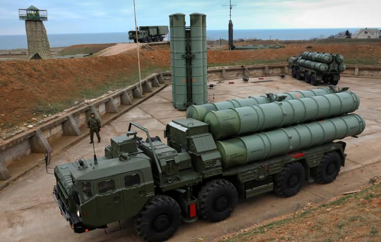 <p>Senato'nun 25 Haziran kayıtlarında, Amerika Birleşik Devletleri Senatosu tarafından yapılan düzenleme ile ABD Ordusu'na, Türk Silahlı Kuvvetleri envanterinde bulunan ve Rusya'dan tedarik edilen S-400 sistemini satın alma yetkisi verildi.</p>
