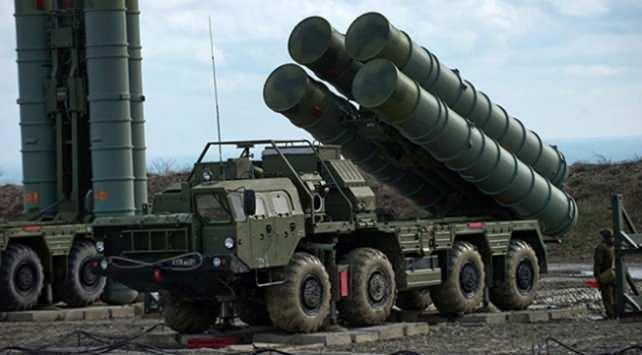 """<p><strong>b) SERTİFİKA GEREKSİNİMİ </strong></p>  <p>– a bendindeki bir S-400 Hava Savunma Sistemi satın alma yetkisi; Türkiye Cumhuriyeti Hükümeti tarafından Savunma Bakanlığı'na ve Dışişleri Bakanlığı'na, ABD tarafından uyumsuz olarak kabul edilen askeri cihazların satın alım veya başka şekilde kullanılmayacağına dair verilecek bir sertifikaya tabidir.""""</p>"""