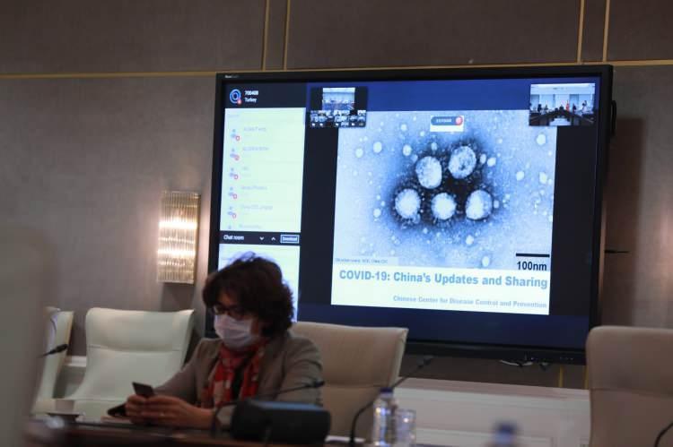 Koronavirüs Türk bilim insanları tarafından yerli süper mikroskopla görüntülendi